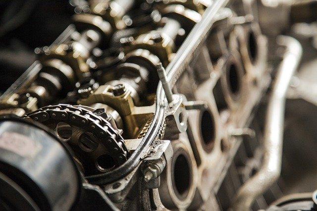 新型プリウスのエンジンをオーバーホールする費用はどのくらい?お得な方法は?